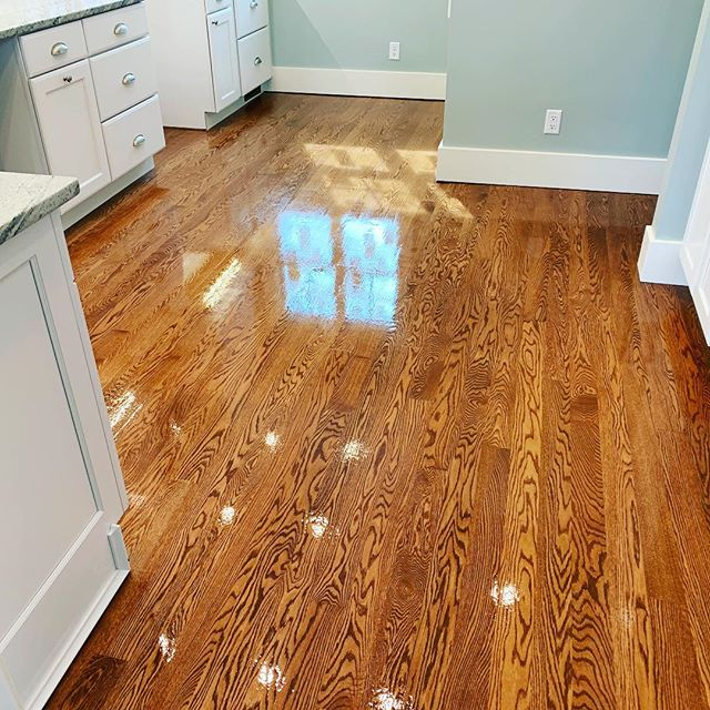 Red Oak lookin so clean you could eat off it... #bradfordwoodfloors #fivesecondrule #kalamazoo