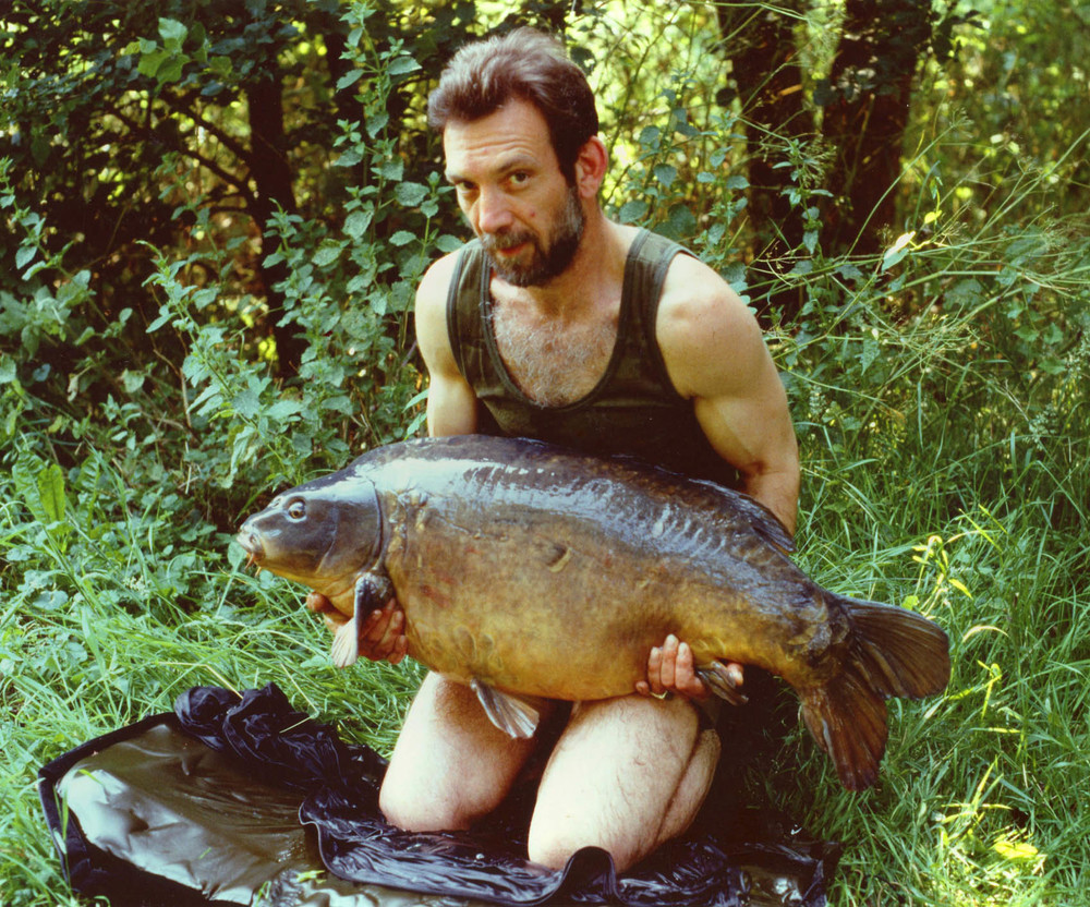 The well respected, 'Sir Pete' Springate with a fish that blew people away. The 45lb 6oz mirror came from one of the iconic waters on the 80s/90s - Wraysbury No 1 pit near Heathrow Airport.
