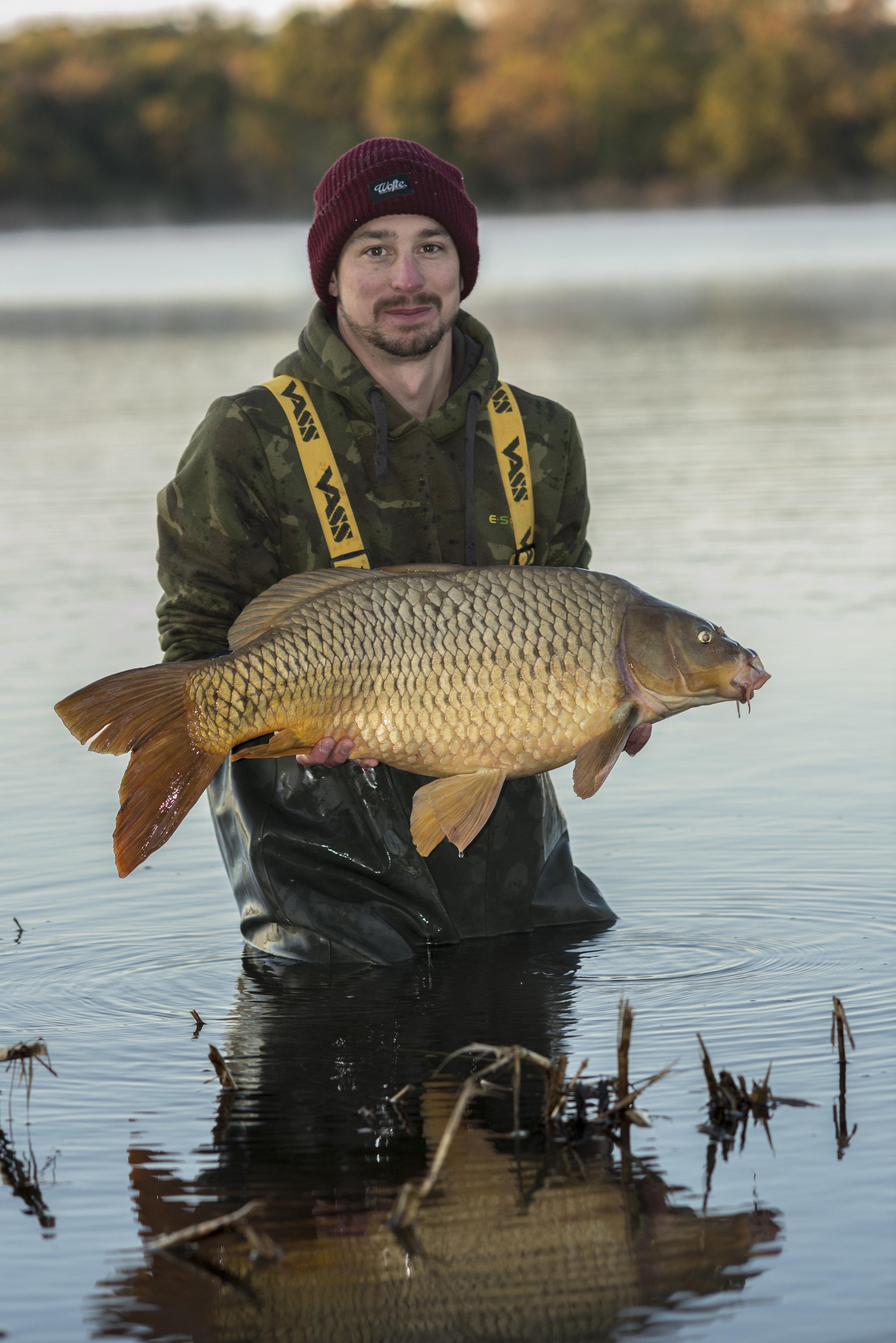 ANDREW fish WATER RELEASE SMILE STARBURST_SPLITFIN.jpg
