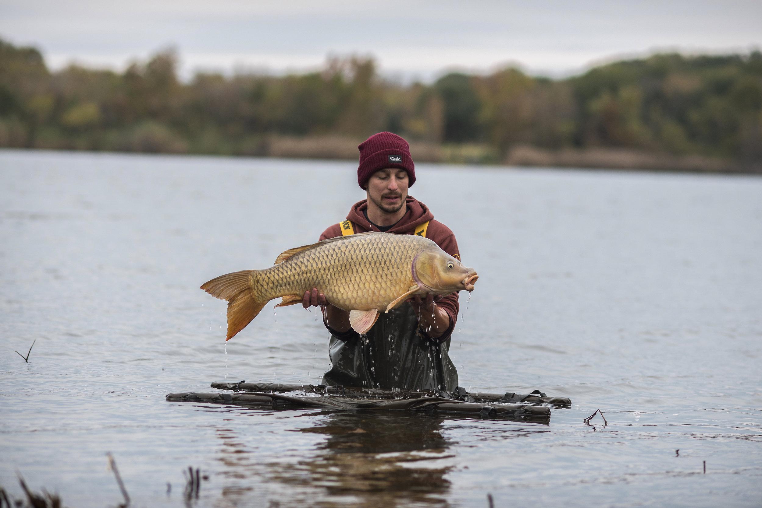 ANDREW SEMI SUBMERGE FISH WATER MAT 4.jpg
