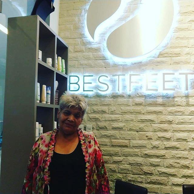 """Aquí la feliz ganadora del servicio de podología que dimos en el programa de Janett Arceo """"La Mujer Actual """" Gracias a todas por haber participado 🗝❤ #BESTFEET #podólogos #podología #manicure #pies #salud #manos"""