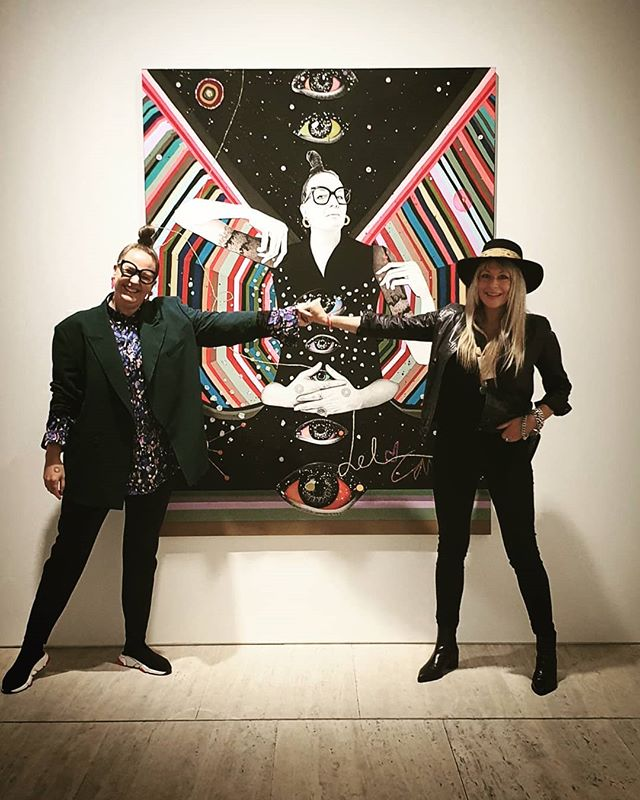 SYDNEY!! Archibald Luncheon at the @artgalleryofnsw - Artist and sitter get to preview this years exhibition for the first time before tomorrow's announcement - SO many amazing portraits!! ----- #archibaldprize2019 #portrait #painting #sydney #delkathrynbarton #carlafletcher #artgalleryofnsw #holdinghands #heartchakra #💙