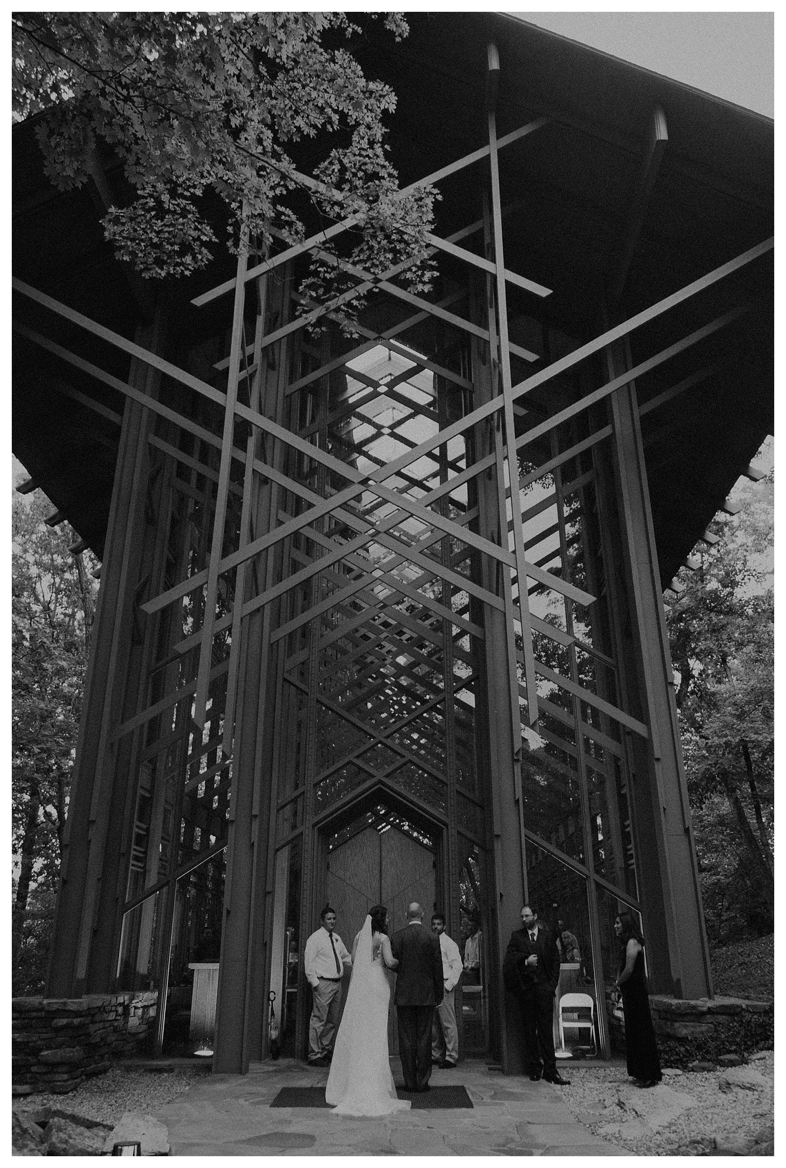 eurekasprings-wedding-thorncrown-chapel_0056.jpg