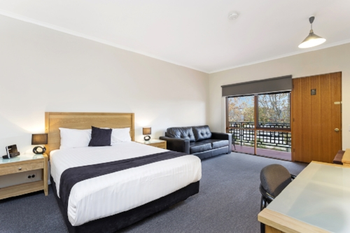 Executive-queen-room-comfort-inn-lady-augusta-swan-hill