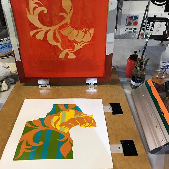 5 colours done... 1 to go! You couldn't get more diametrically opposite from #coldwaxpainting to #screenprinting - nothing like a bit of #creativediversity