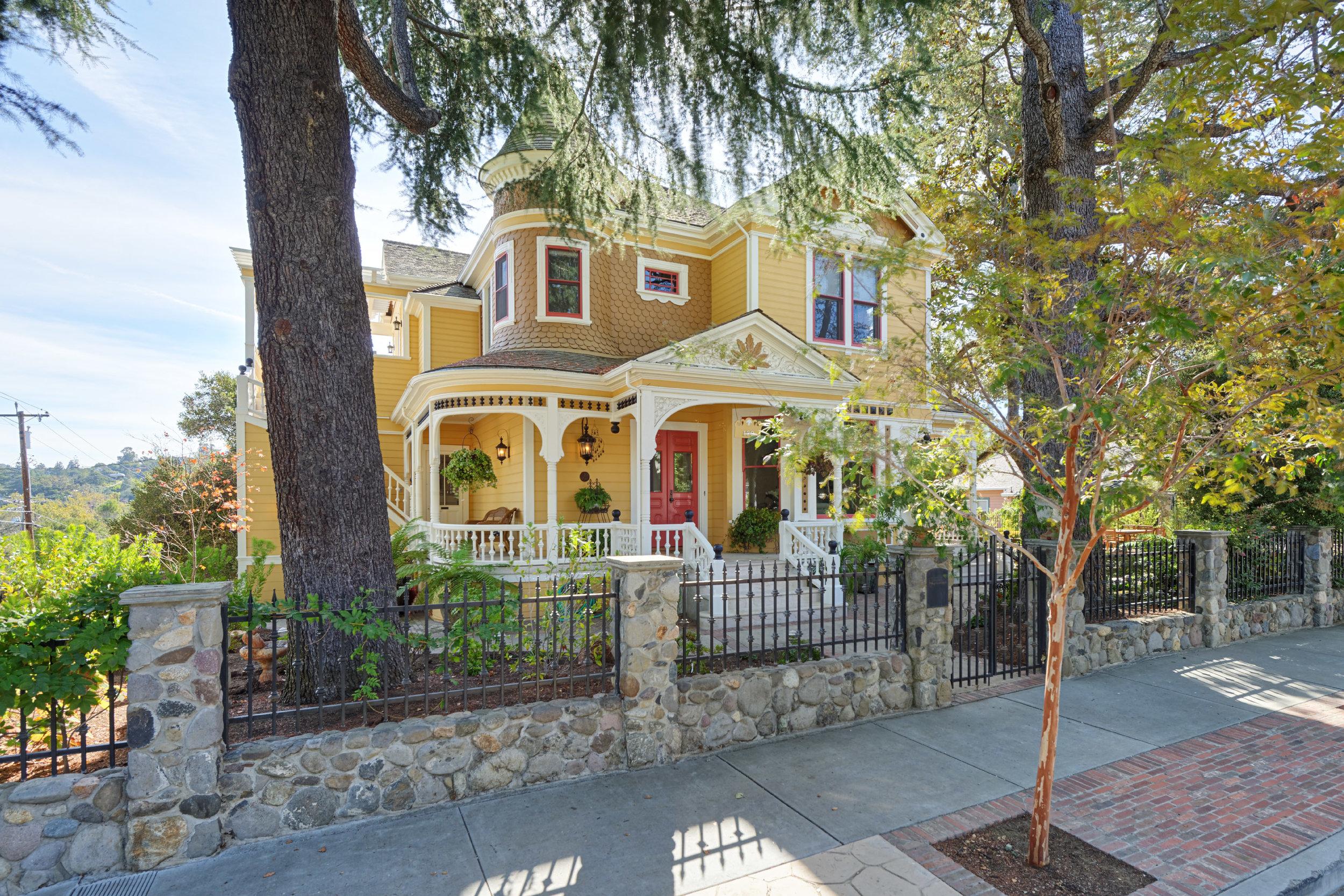 130 Edelen Ave, Los Gatos  4 bed • 4 bath • 4,605 sqft