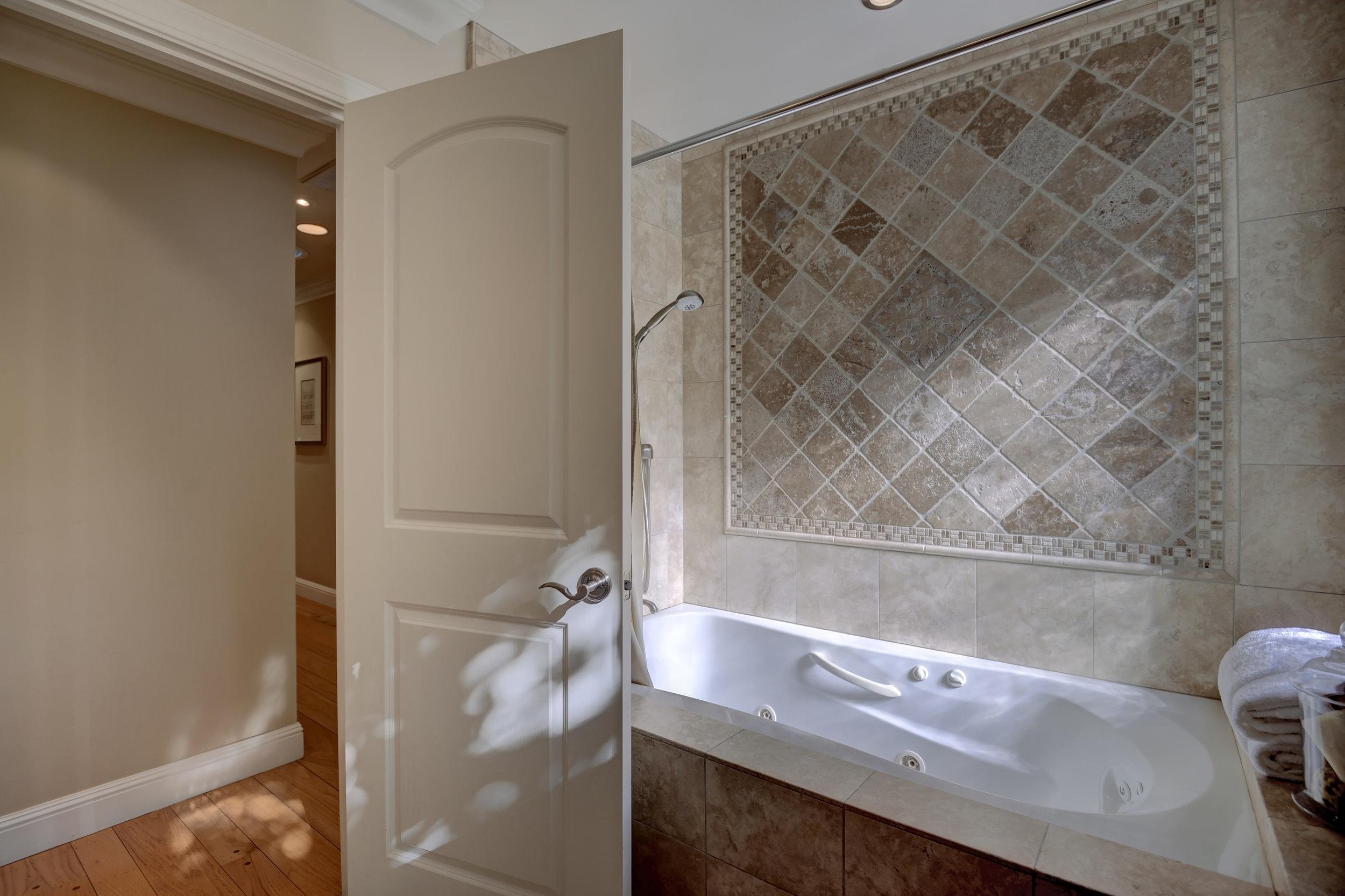 17_136 Va Santa Maria Los Gatos-print-023-22-Hallway Bathroom Tub and-3674x2449-300dpi.jpg