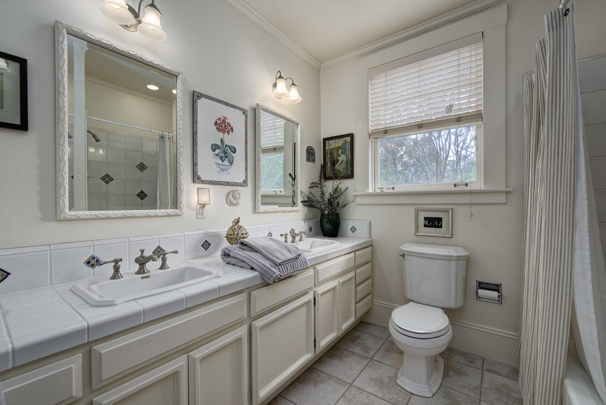 14. Hall bath2.jpg