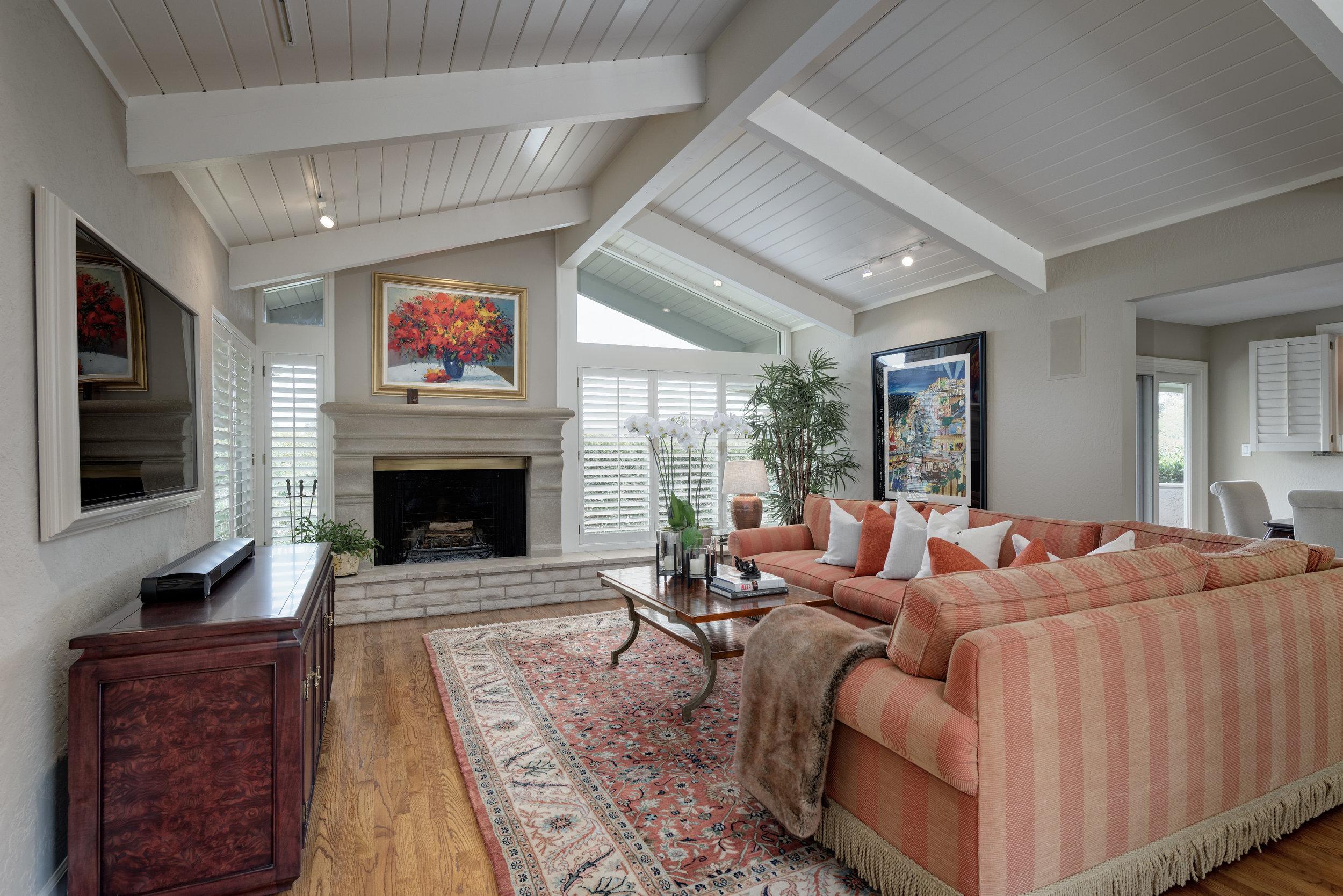 10_Living Room.jpg