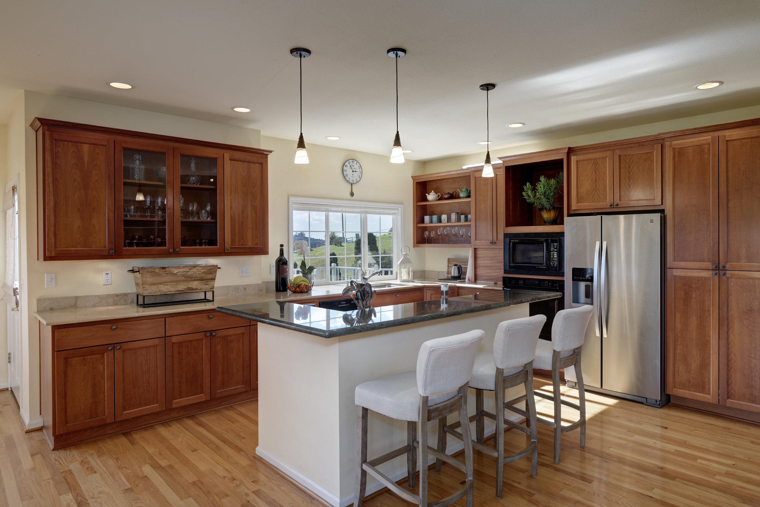 Kitchen_706 Carpenteria R_Ducky Grabill Real Estate.jpg