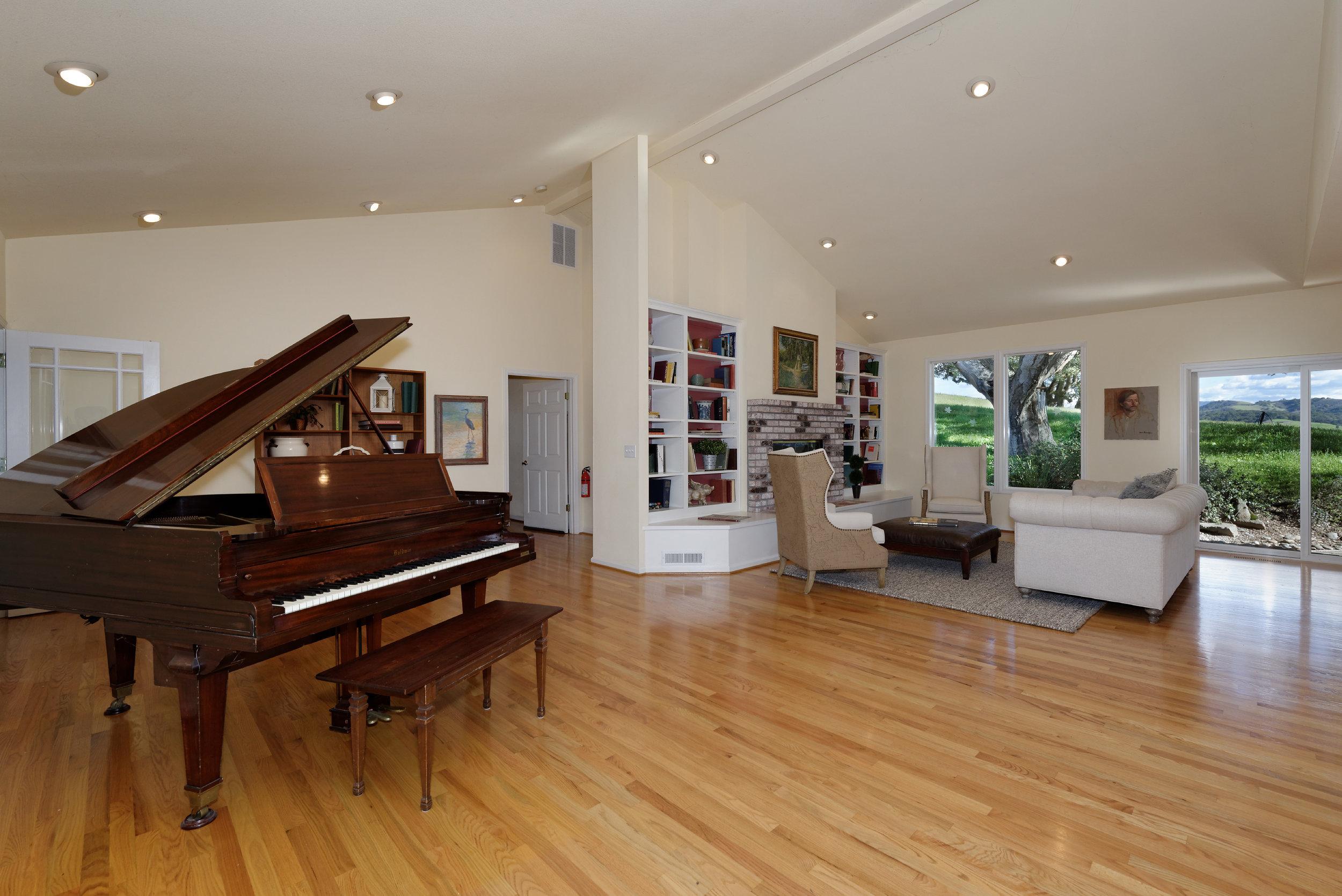 Piano_706 Carpenteria R_Ducky Grabill Real Estate.jpg