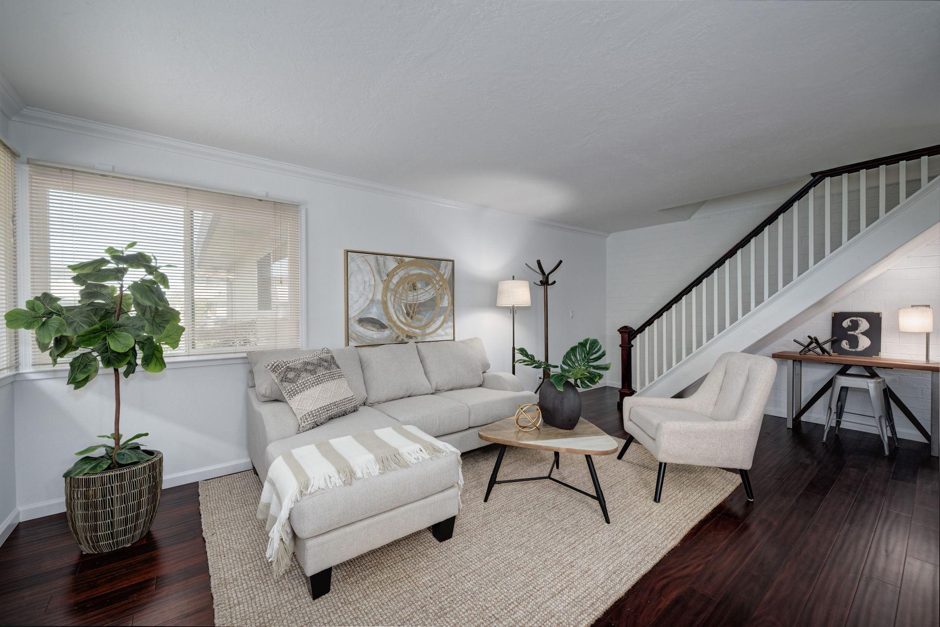 5_Living Room.jpg