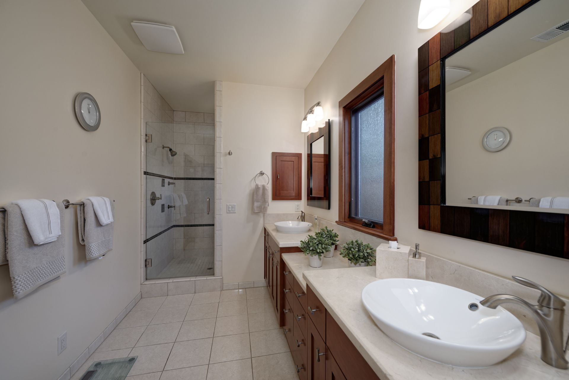 20_Master Bathroom.jpg