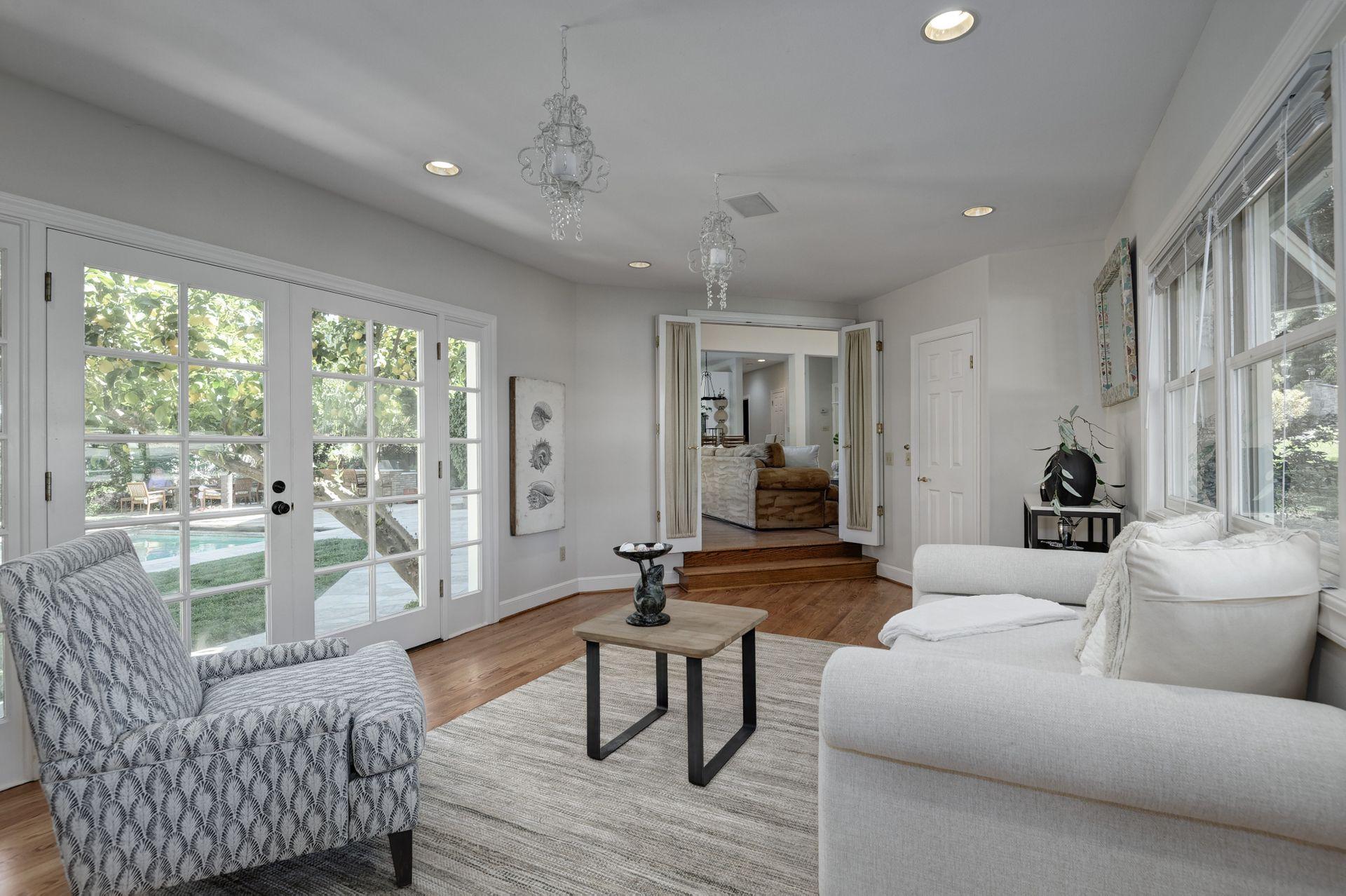 20_Living Room.jpg