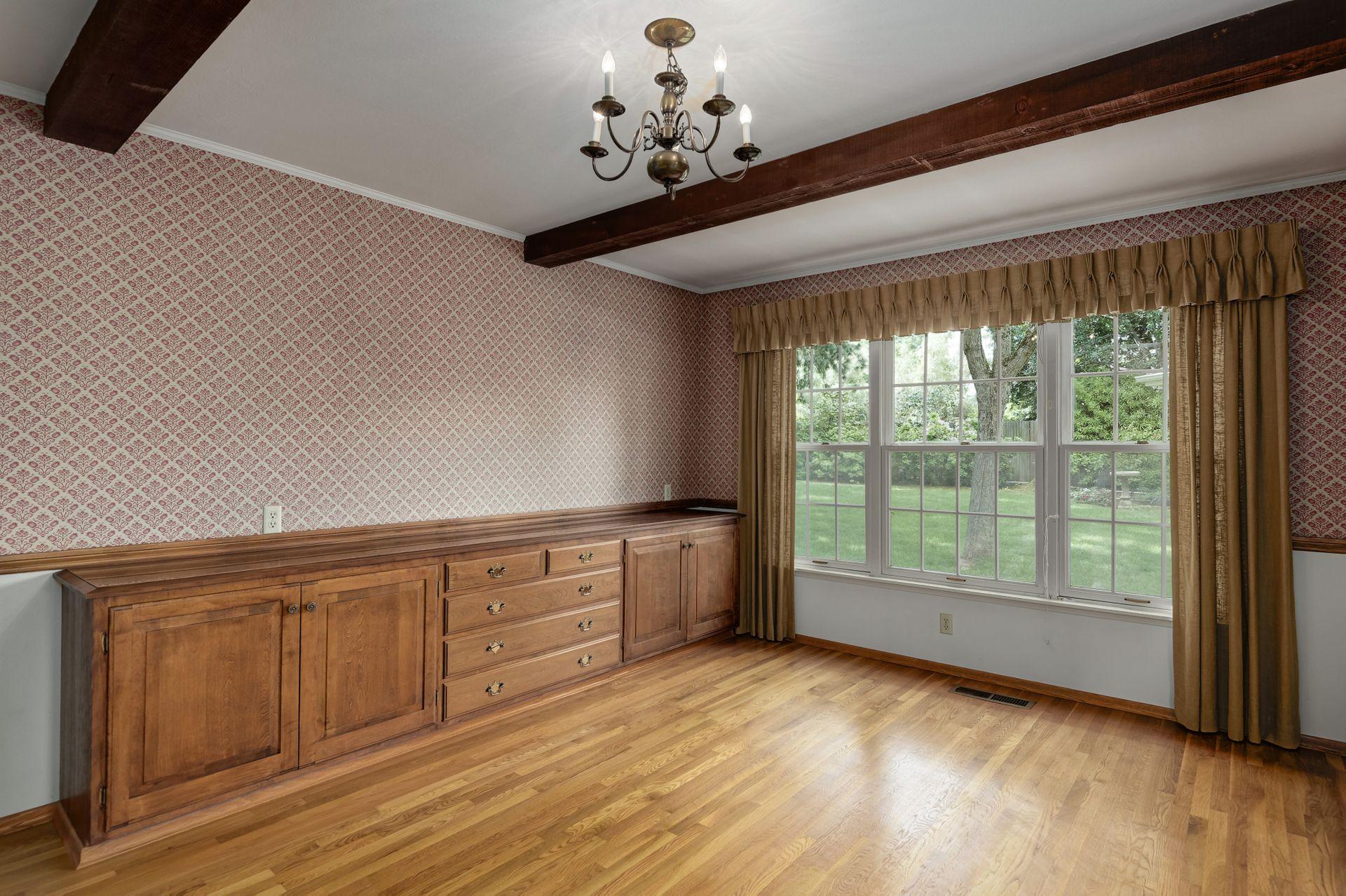 5_Dining Room (1).jpg