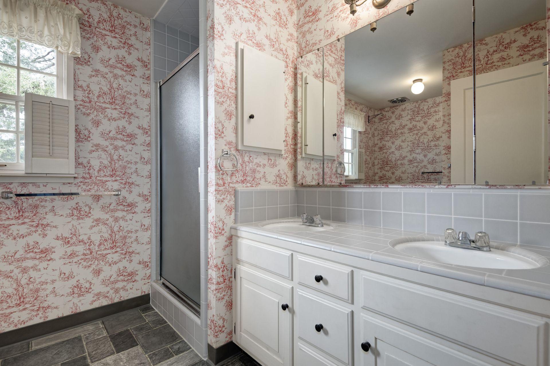 15_Bathroom.jpg