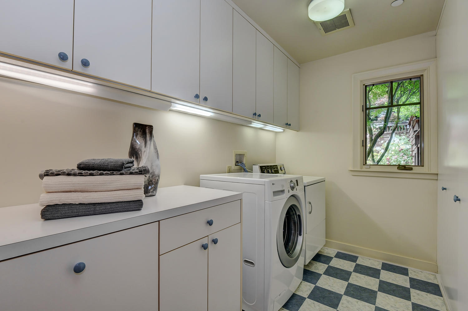 30_14833 Karl Ave Monte Sereno CA-large-037-68-Laundry Room-1500x999-72dpi.jpg