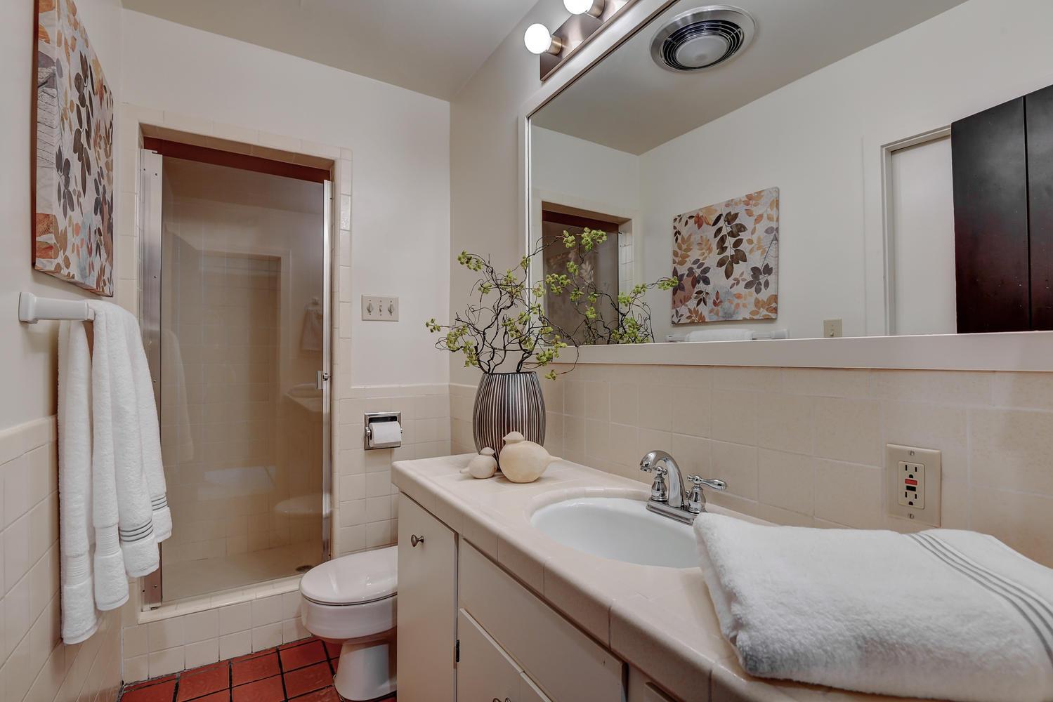 18790 Blythswood Dr Los Gatos-large-026-092-Hall Bathroom-1500x1000-72dpi.jpg
