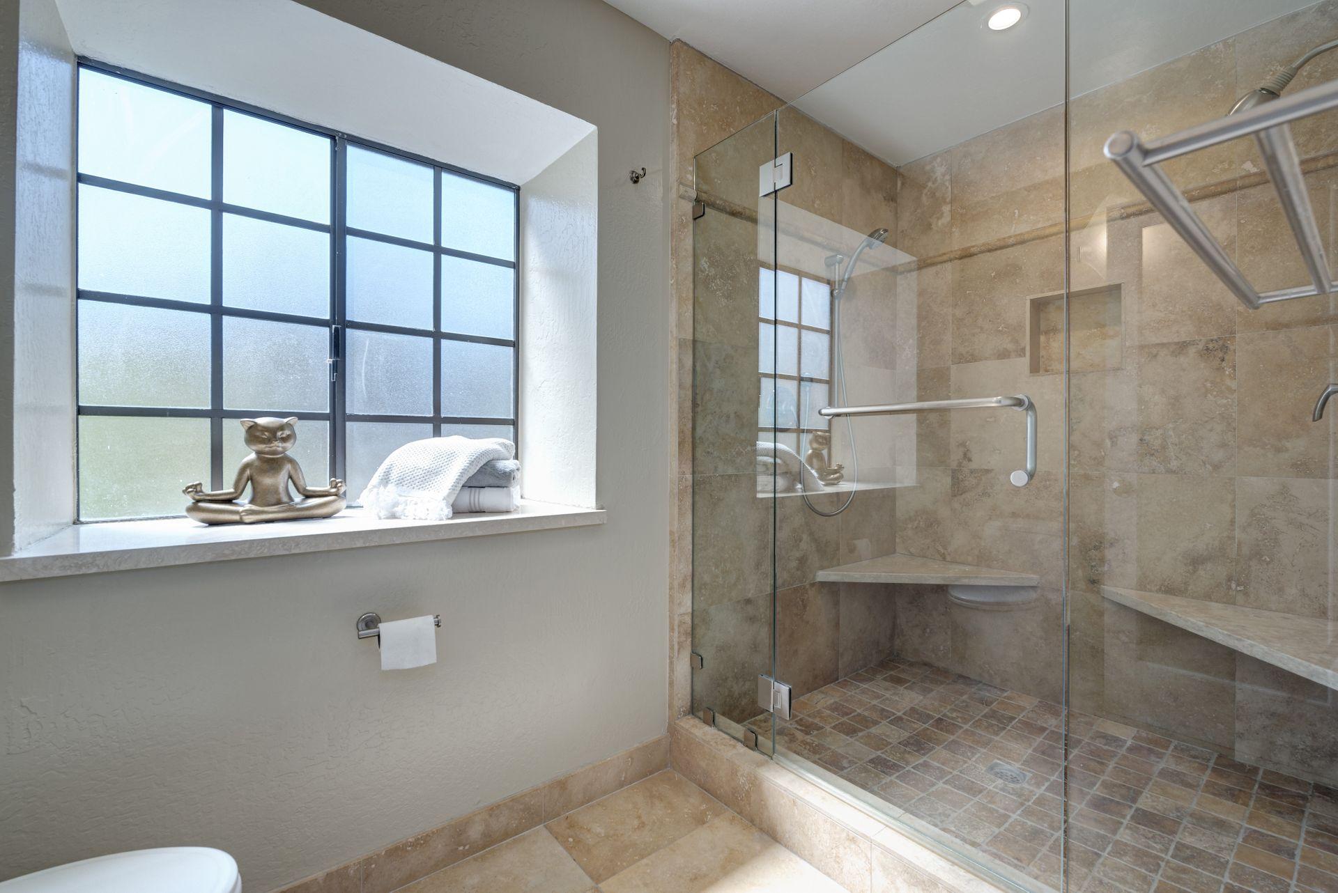 15_Master Bathroom.jpg