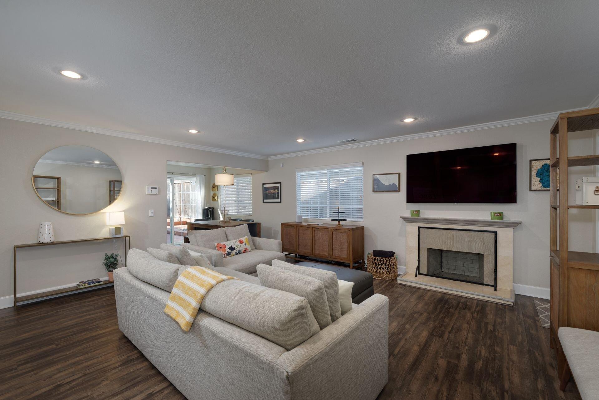7_Living Room.jpg