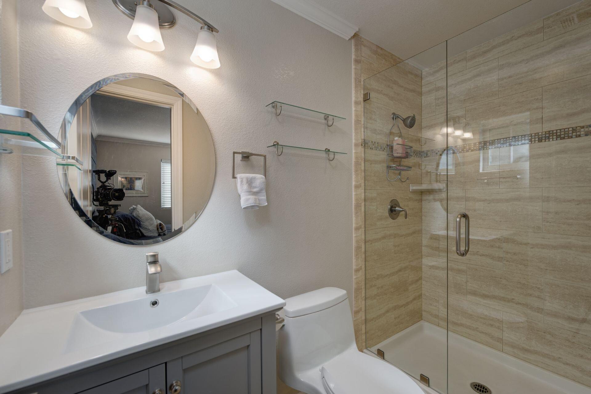 13_Master Bathroom.jpg