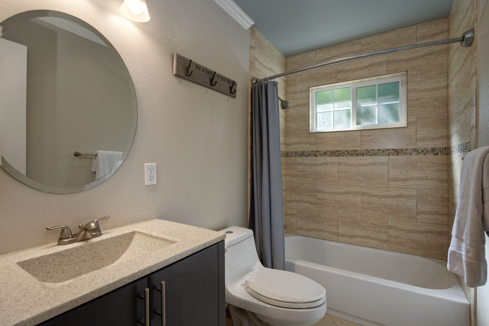16_Bathroom.jpg