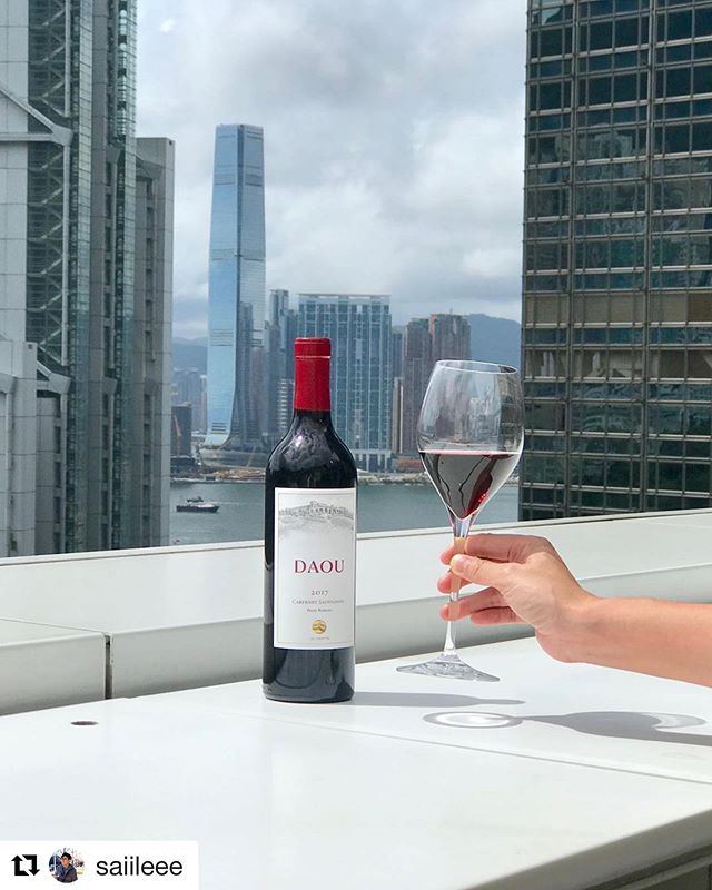 Wine and the city, indeed! #HongKong #HK #socialmedia #digitalmarketing #BeExplosive #marketing #Repost @saiileee with @get_repost ・・・ Wine and the city.  Discover more about Californian Wines and go to www.cawinemonthhk.com  for more details!  @calhkwine  #californiawines #calwinehk #californialifestyle #winelover #winelife #CaliforniaWinesHK