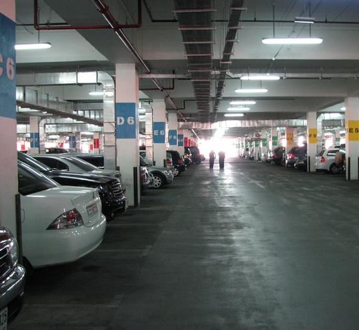 car-park-ibn-battuta-mall.jpg