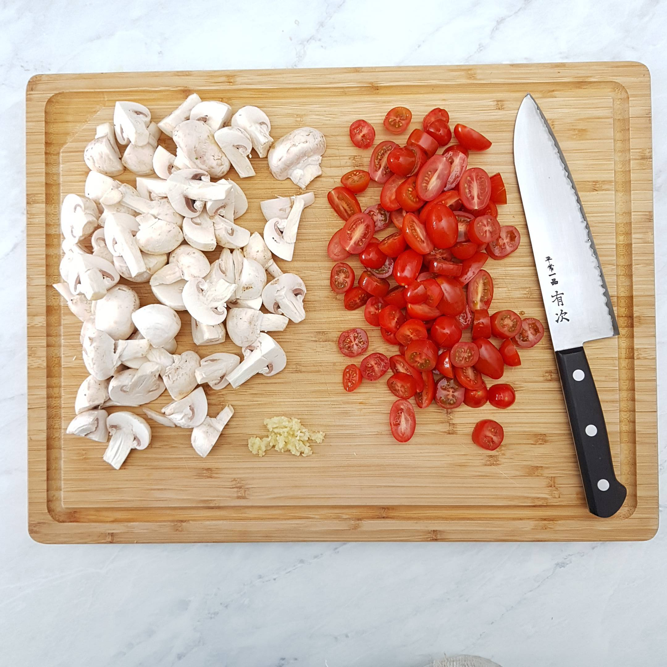 Prepare the vegetables. Chop the mushrooms in to equal sized pieces and roughly chop the tomatoes. Mince two cloves garlic.