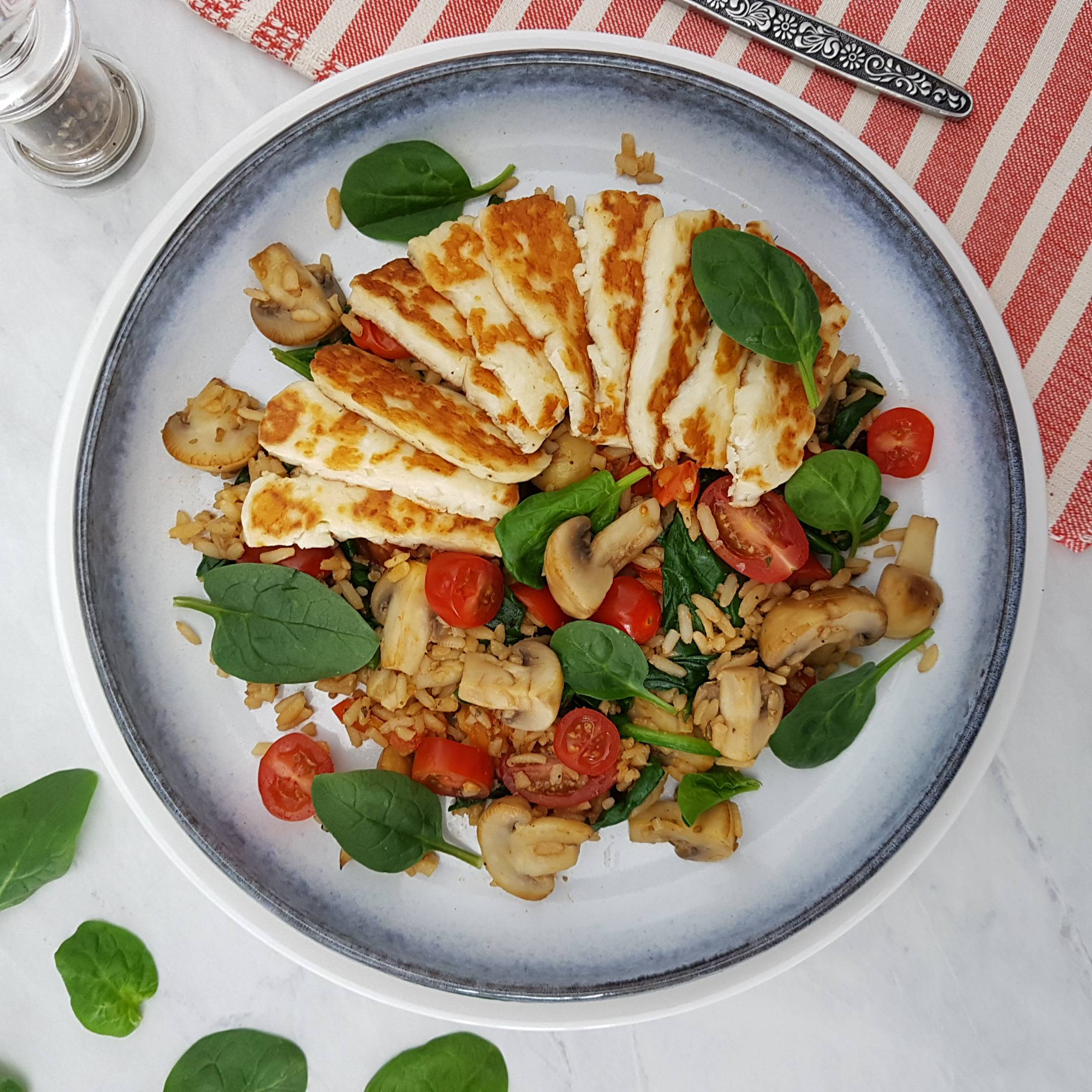 Season with 1 tbsp soy sauce if desired, and serve the halloumi on top of the rice