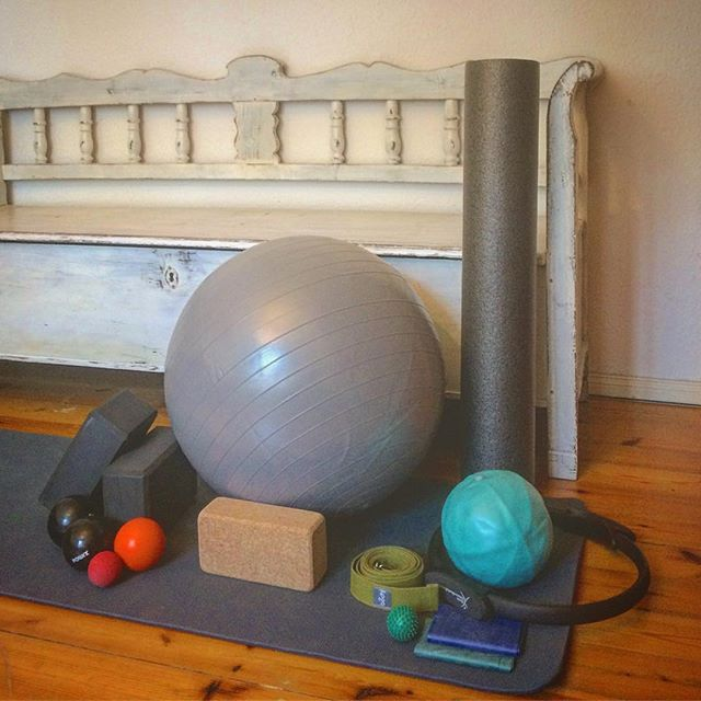 #HolisticPilates is ready for action! So excited to have my gaggle of #props since I can no longer steal them from @abby_price_moves like I did in #NYC. It's really starting to make #Berlin feel like #home. (Now all I need is a #reformer or 2...and maybe a #wundachair and a #cadillac while we're at it!) And the best part? This little setup can (mostly) come to you! Visit www.holisticpilatespraxis.com for more info! . . . . . . #Pilates #ContemporaryPilates #berlinfitness #berlinyoga #yogapants #berlindancer #pilatesfordancers #pilatesforall #bodypositive #healthandwellness #anatomy #berlinwellness #englishpilates #nyctoberlin #homesweethome