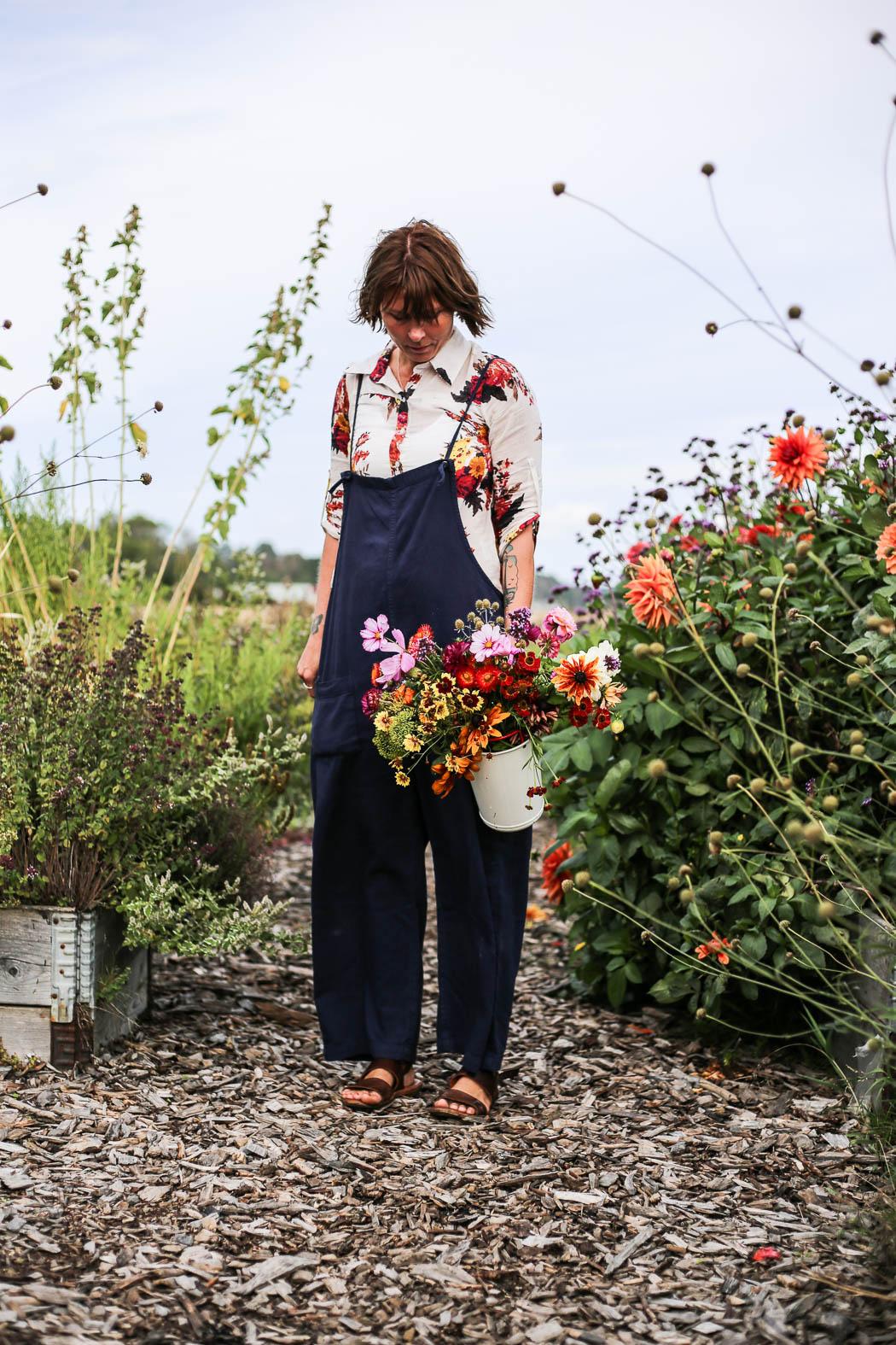 Matchar kläder och blommor, så klart!