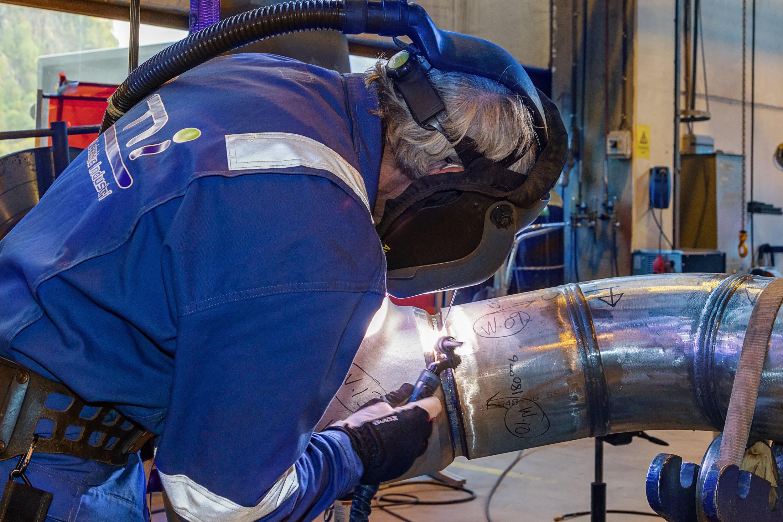 Prosjekt referansar - Luster Mekaniske Industri AS er stolte over å ha opparbeida seg ein lang og solid referanseliste. Våre prosjekt har hovudsakleg basert seg på prefabrikasjon av røyr og røyrkonstruksjonar for oljeindustrien, både landbasert, offshore og subsea.