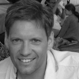 Thomas Gruber - Headshot.jpg