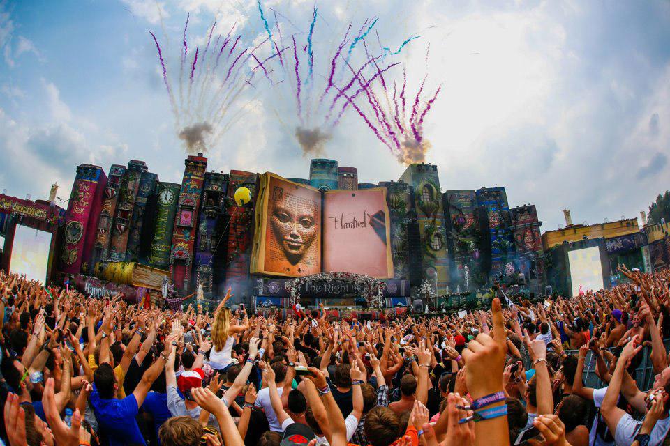 TomorrowlandMainStage_2012_1_Z5mE4Kz.jpg