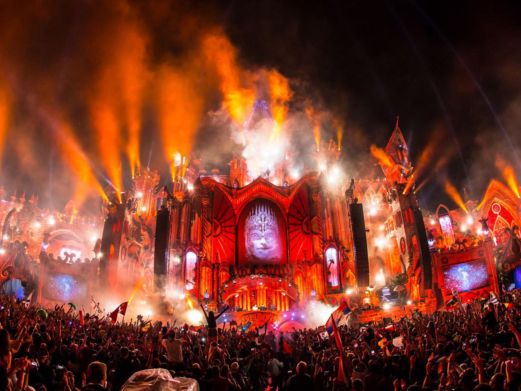 TomorrowlandMainStage_2015_2.jpg