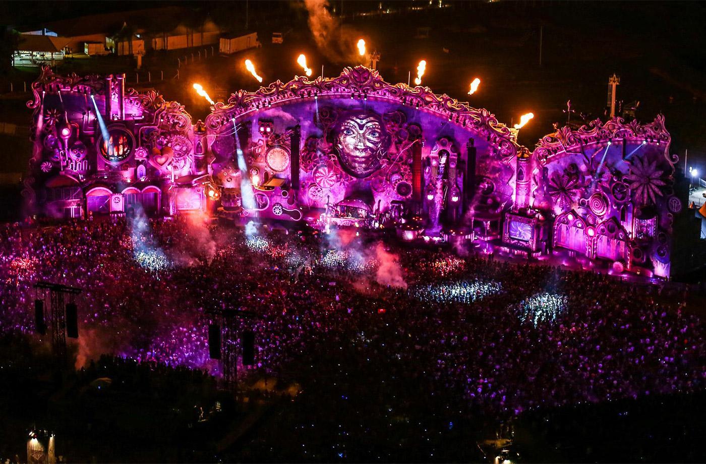 TomorrowlandMainStage_2014_5.jpg