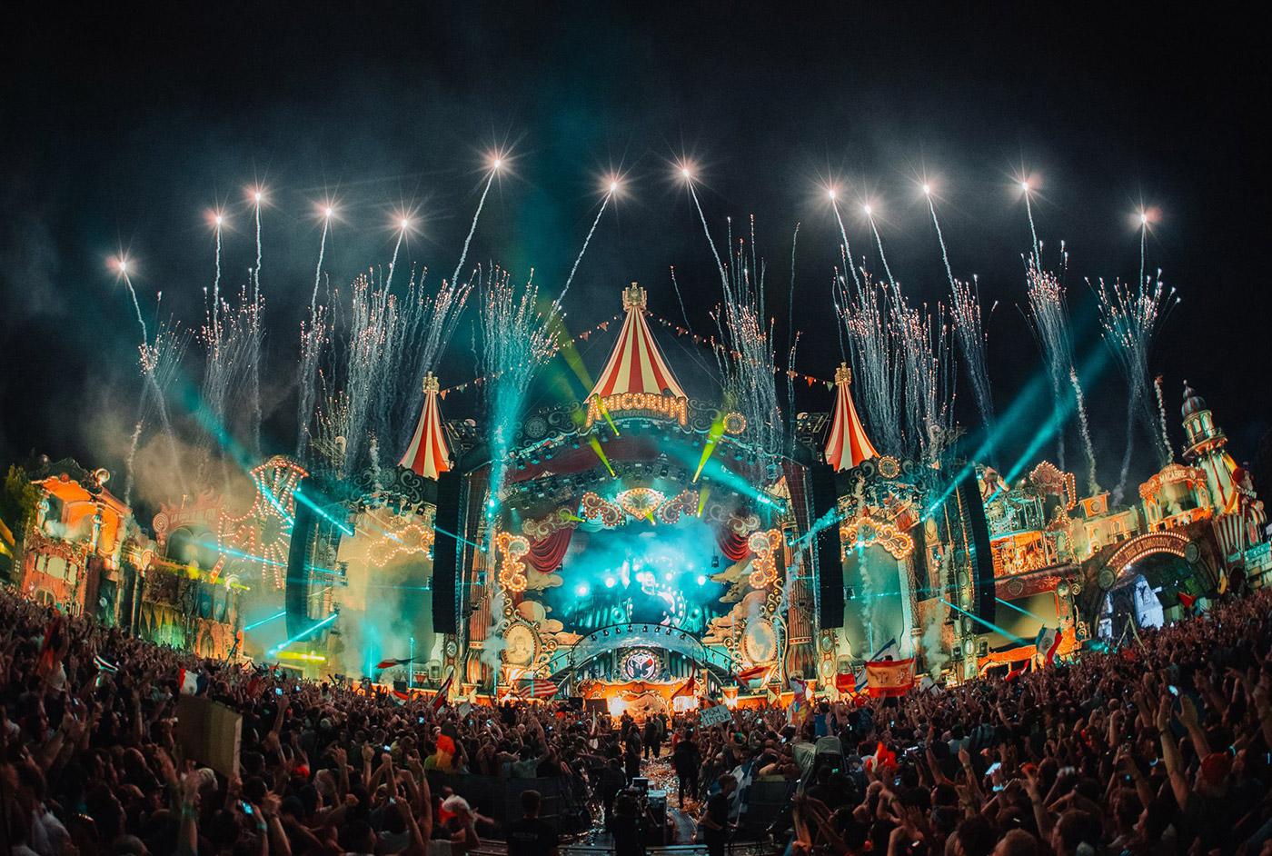 TomorrowlandMainStage_2017_1_tn4WgUp.jpg