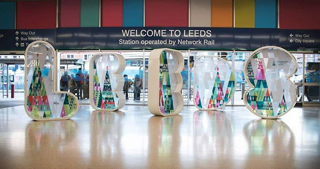 There's an updated look to the Leeds Station Letters as they've taken up a new #Christmas tree theme 🎄 Christmas is coming! We do love our ongoing installation work with @somethingmore__ & @leedsbid (📸 by @bokehgo )
