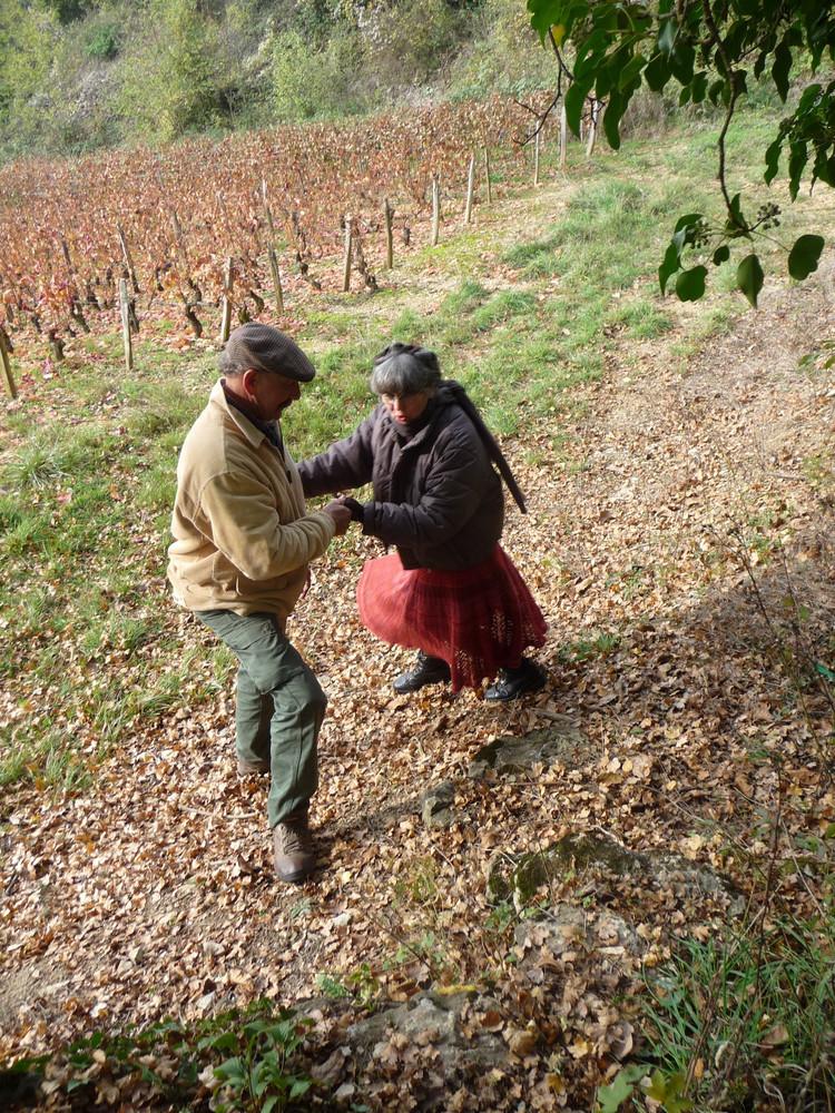Chantal et Yvon Contat-Grangé (Maranges)   Originaires de Savoie, Chantal et Yvon se sont installés en Bourgogne dans les années 80 et ont pu faire leur petit bonhomme de chemin grâce au fermage sur près de 7 ha.