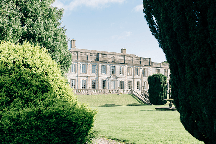 Blog Niamh_Smith_Irish_Wedding_Gallery_Gloster_House_H_.png
