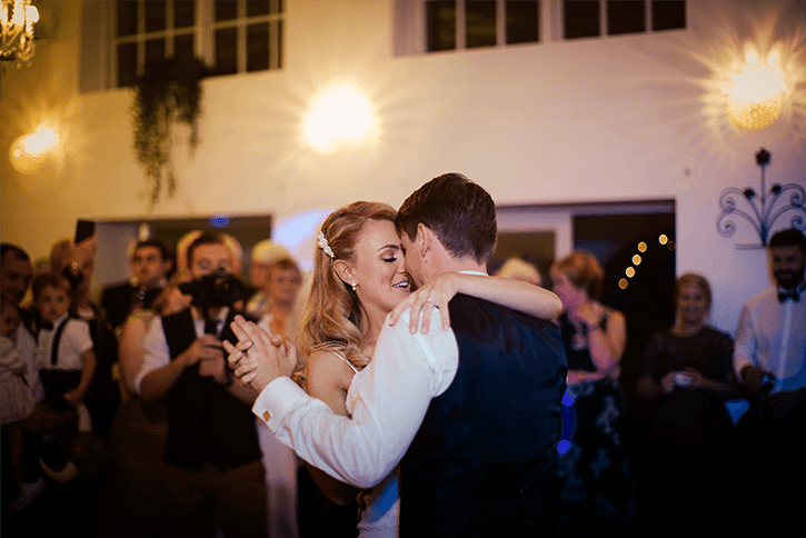 Blog Niamh_Smith_Irish_Wedding_Gallery_Gloster_House_H_24.png