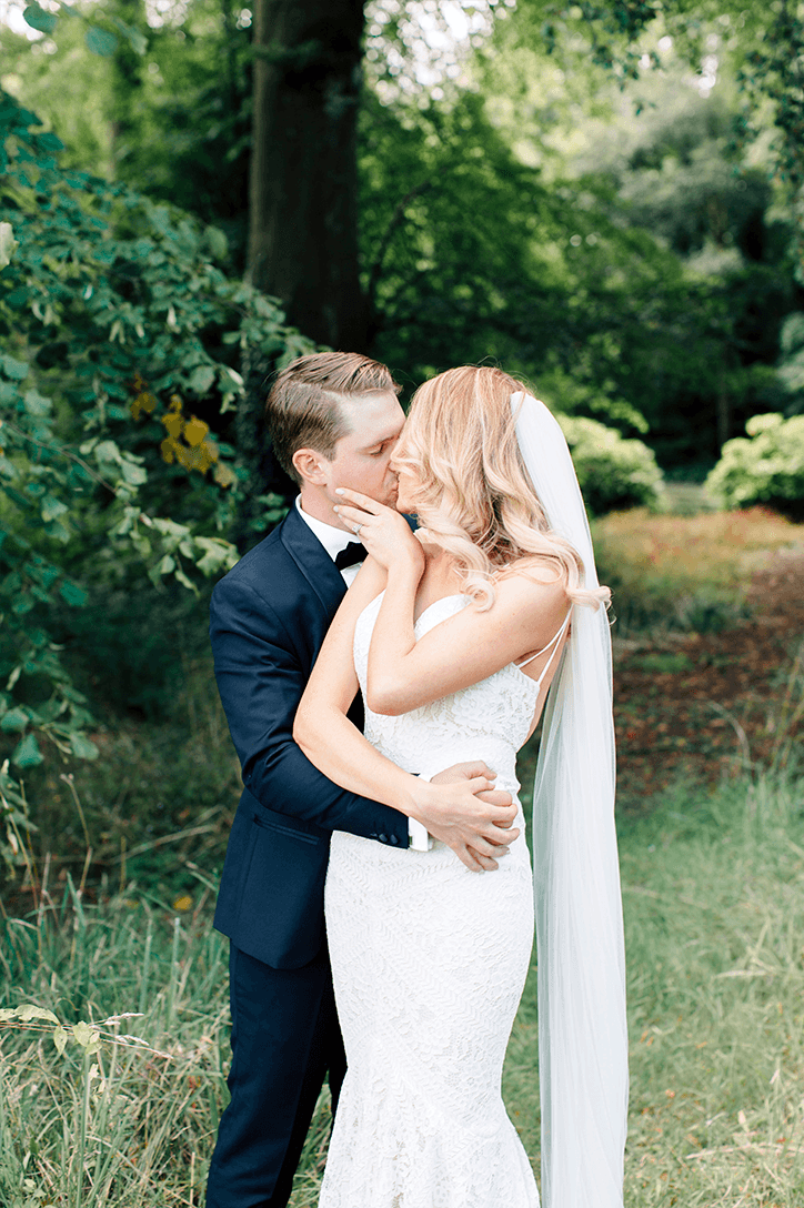 Blog Niamh_Smith_Irish_Wedding_Gallery_Gloster_House_P55.png
