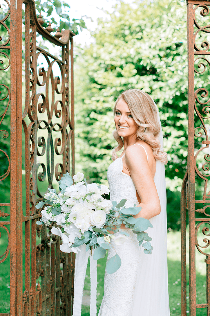 Blog Niamh_Smith_Irish_Wedding_Gallery_Gloster_House_P63.png