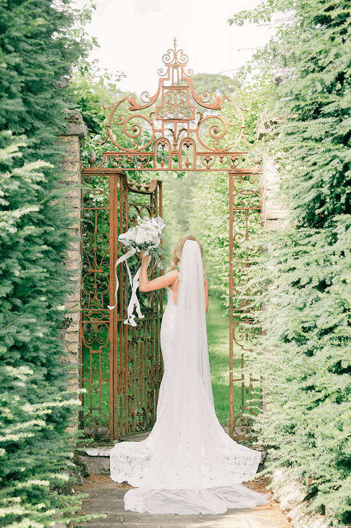 Blog Niamh_Smith_Irish_Wedding_Gallery_Gloster_House_P68.png