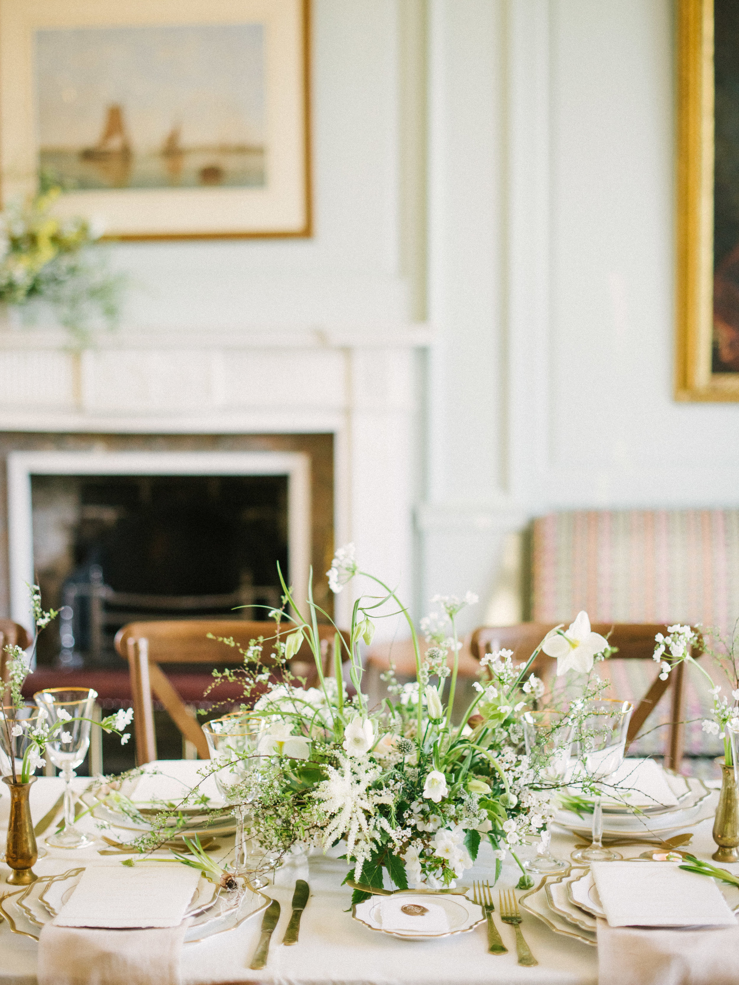 The Timeless Stylist-Spring Wedding Tablescape at Bocnnoc Stately Home Wedding Venue