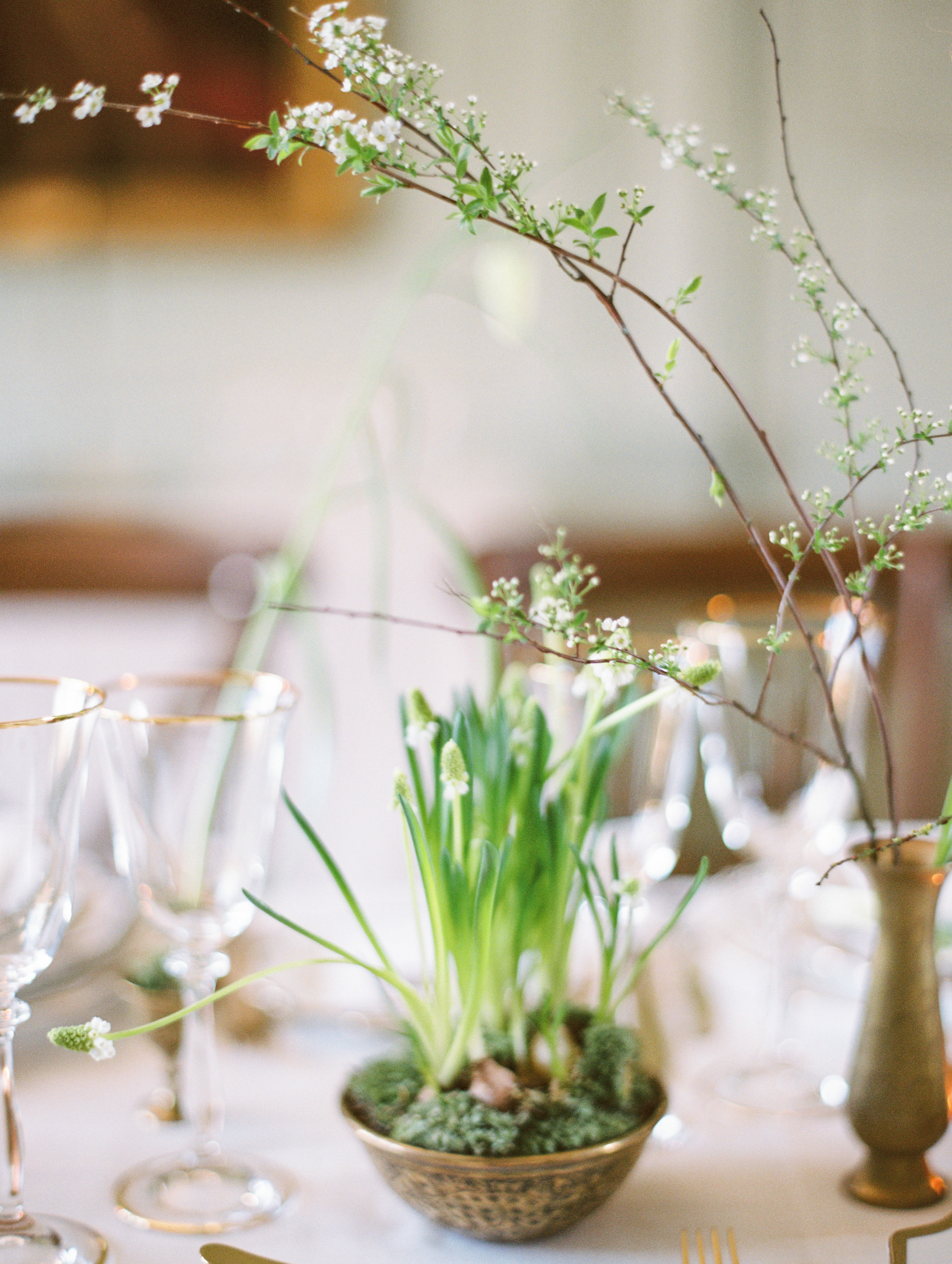 The Timeless Stylist-Blossom and Bulbs on Spring Wedding Tables