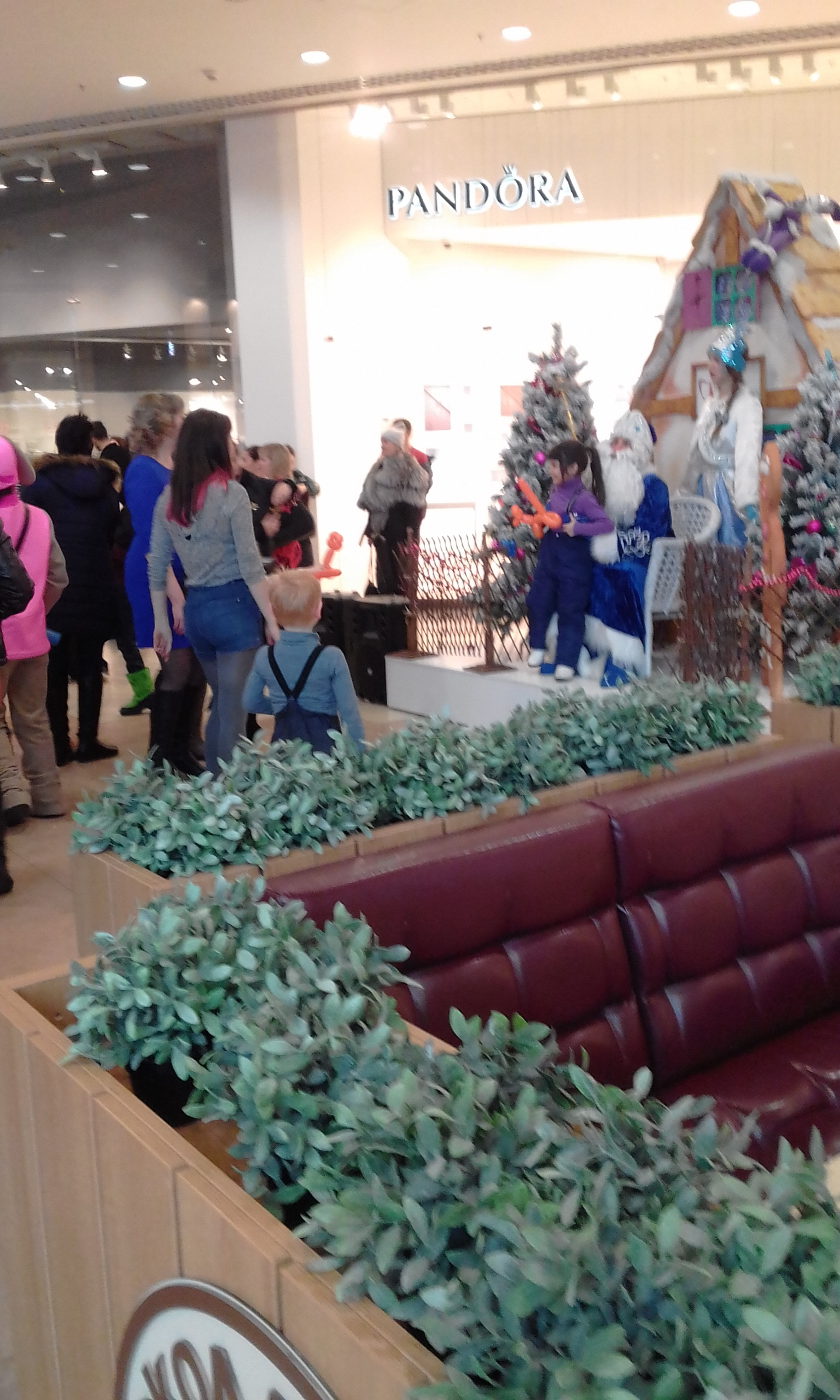 "Children at the ""Gallery Novosibirsk"" shopping center visit Ded Moroz and regale hime with poems for the New Year and Christmas."
