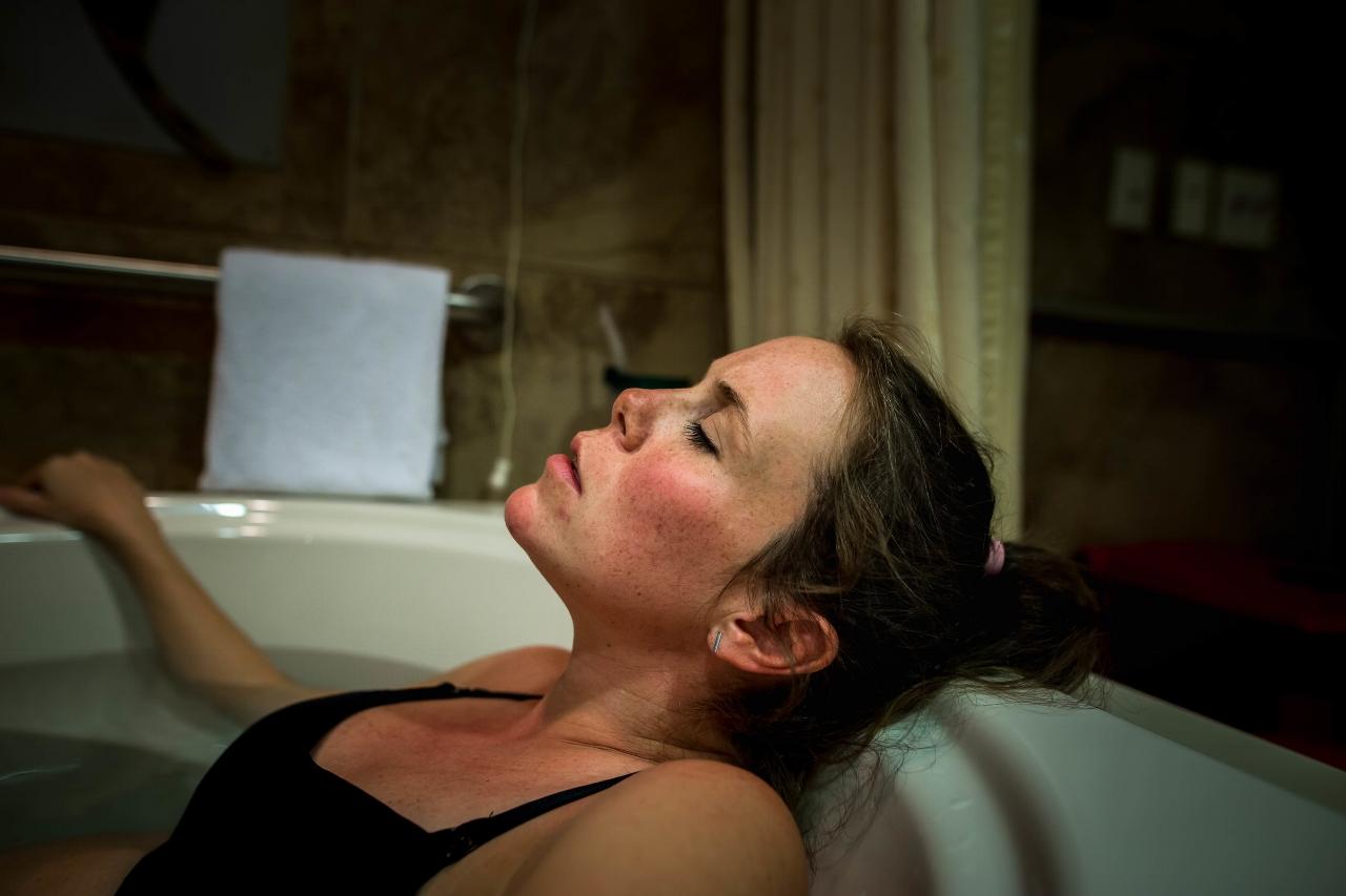 laboring-in-tub