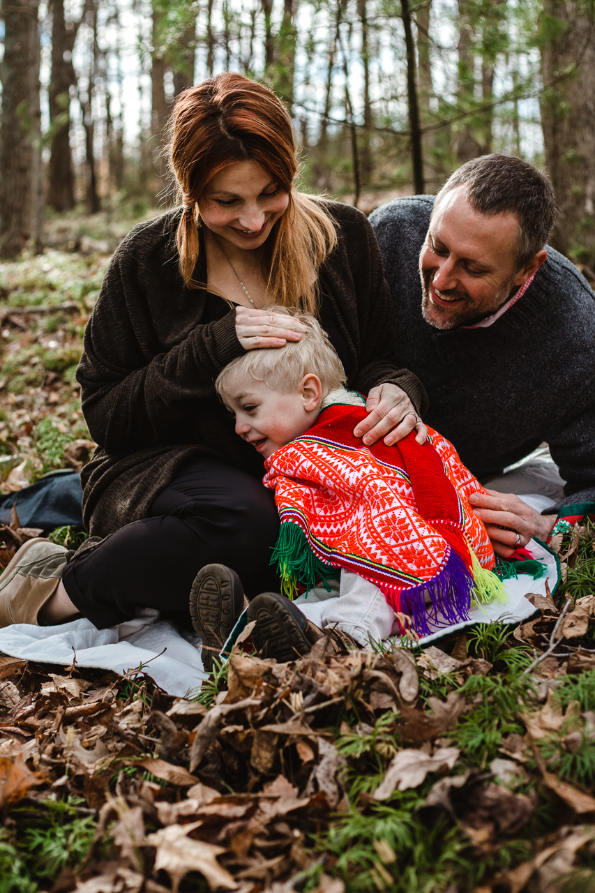 woodland-family-photography-snuggles
